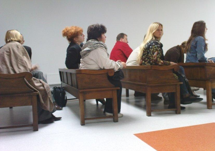 Pirmadienį teisme liudijo devyni iš apgriuvusiame name gyvenusių bei dirbusių vilniečių.