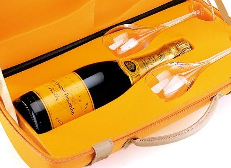 """Prancūziško šampanas """"Veuve Cliquot Brut"""", kurio butelis Panevėžyje kainuoja 177 litus."""