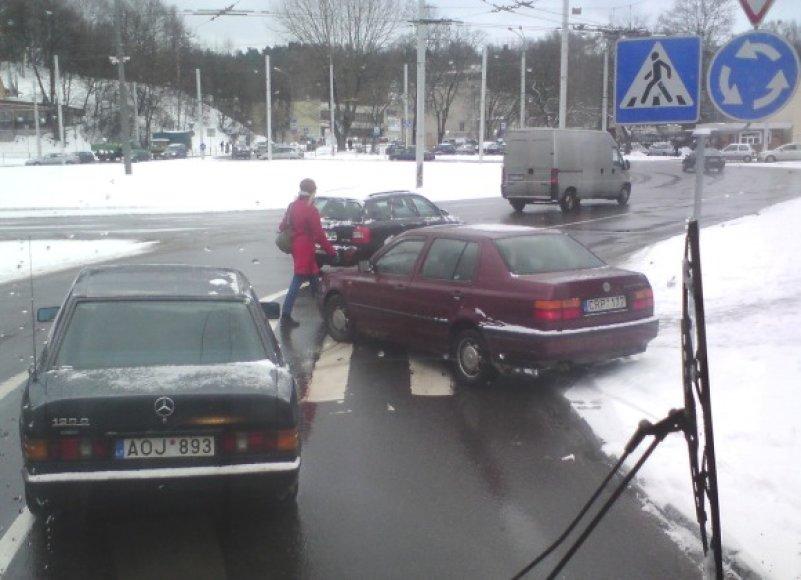 Kaip automobilis atsidūrė tokioje padėtyje ir kur dingo jo vairuotojas?