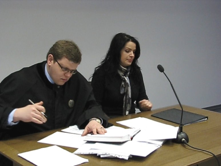 L.Stankūnaitė su gynėju V.Vasilionoku teisme.