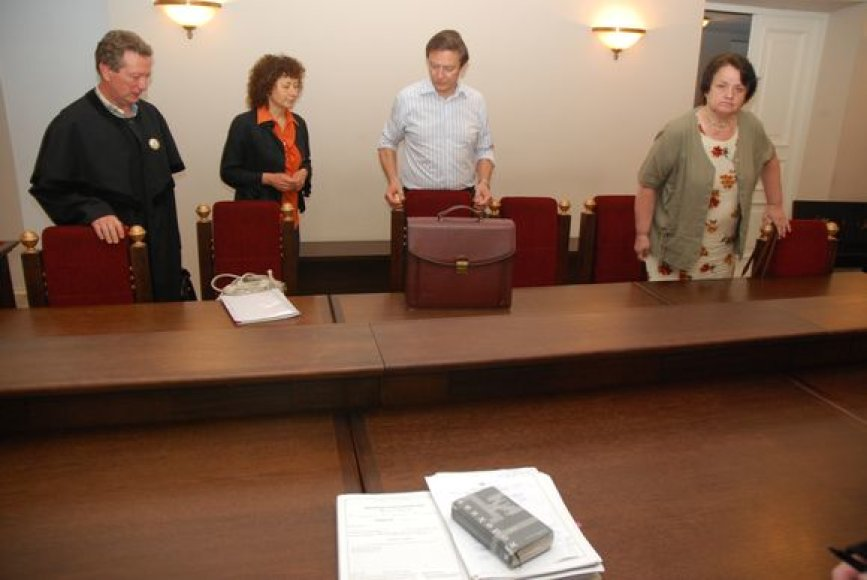 Kaltinamosios su advokatais ruošiasi posėdžiui