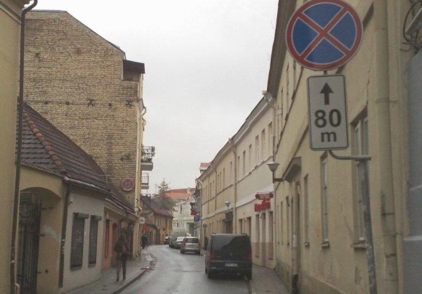 Pagal realią eismo situaciją prie šio ženklo turi būti nurodyta ne 80 metrų, o mažesnė galiojimo zona.
