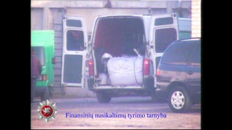 Kratos epizodas: stebimas nelegalias prekes vežantis mikroautobusas