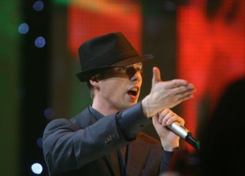 Sasha Son(g) su draugais surengė palaikymo koncertą Lietuvos televizijos Didžiojoje studijoje.