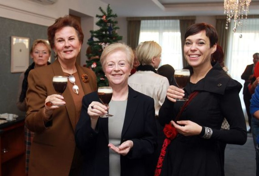 Birutė Vizgirdienė, Airijos ambasadorė Filomena Murnaghan ir Nomeda Marčėnaitė