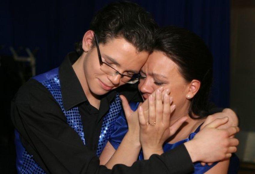 Marijampolės choro merginos po jaudinančio pasirodymo nesulaikė ašarų