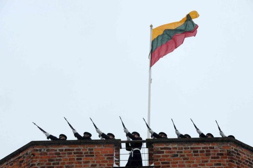 Vilniuje paminėta Lietuvos vėliavos diena ir vėliavos iškėlimo Gedimino pilyje 92-osios metinės.