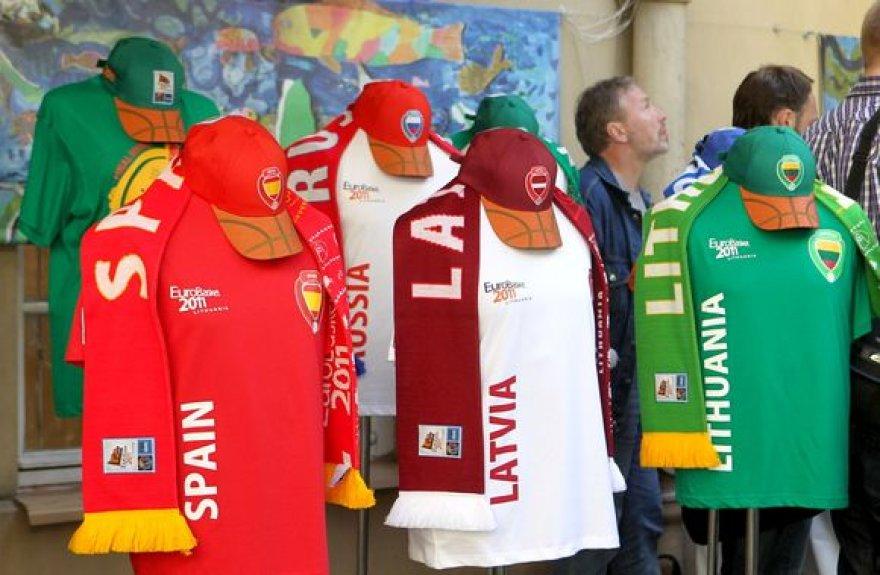 """Vilniaus mokytojų namų kiemelyje pažymėtas """"Eurobasket 2011"""" šimtadienis."""