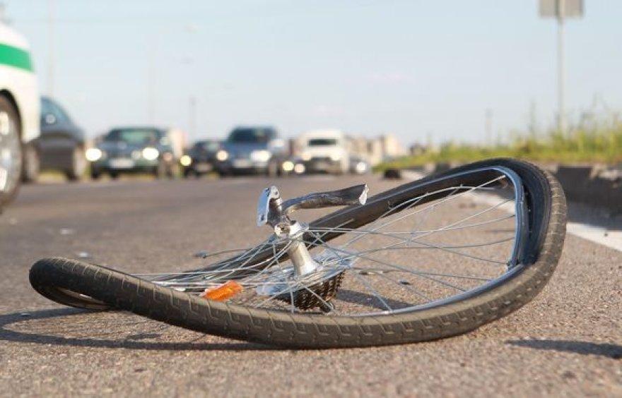 Du žmonės buvo sužaloti trečiadienio pavakare Vilniuje susidūrus motociklui ir dviratininkui.