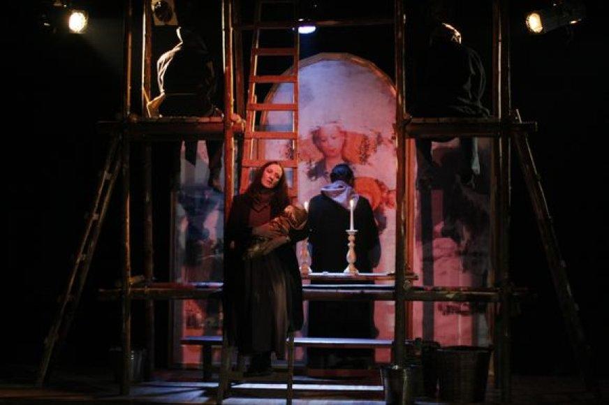 Spektaklyje skamba įvairių epochų skirtingų kompozitorių klasikinė muzika, kurią parinko režisierius A.Lebeliūnas.  Scenografijos autorius – dailininkas Danielius Sodeika.