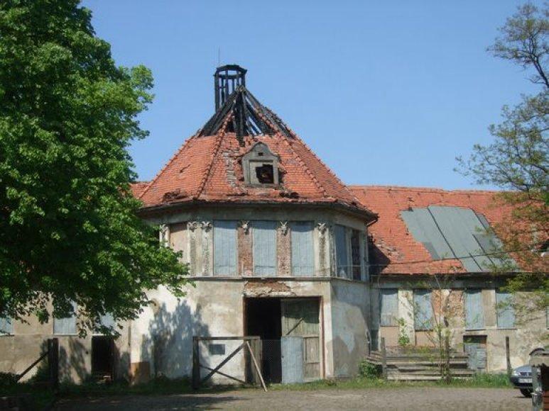 Ugnis nuniokojo 100 kv.m buvusios skerdyklos stogo.