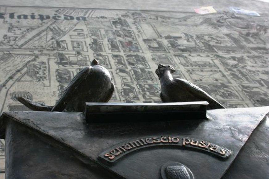 Skeptikų kalbas, kad Klaipėdos užmačias puoštis skulptūromis reikėtų pristabdyti, menininkai atremia senųjų Europos miestų pavyzdžiu – meno kūriniai kiekvienoje gatvelėje ten yra įprastas reiškinys.