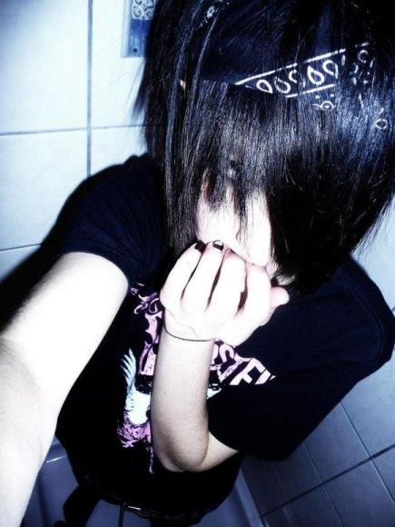 """""""Emo"""" judėjimui priklausantys jaunuoliai išsiskiria savo išvaizda."""