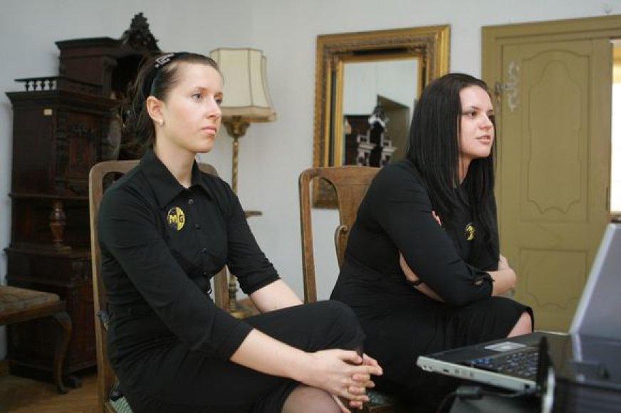 """Menų gatvės"""" projektų vadovės K.Žilytė (k.) ir K.Skrebytė viliasi, kad šią vasarą naujomis kultūrinėmis akcijomis sutrauks didžiausius talentus."""