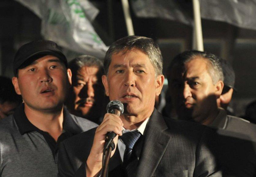 Almazbekas Atambajevas