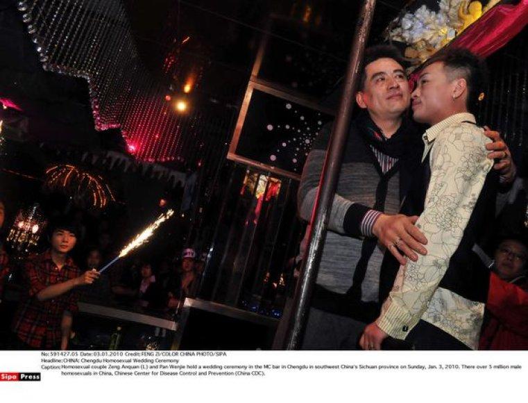 Susituokusi Kinijos gėjų pora