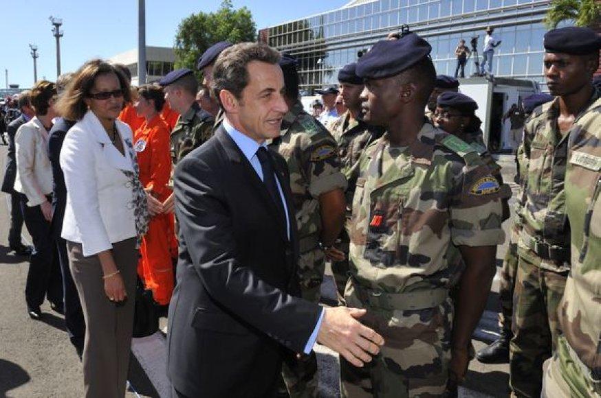 N.Sarkozy susitikęs su kariškiais, dalyvavusiais gelbėjimo darbuose Haityje