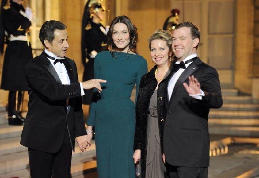 D.Medvedevas ir N.Sarkozy su žmonomis