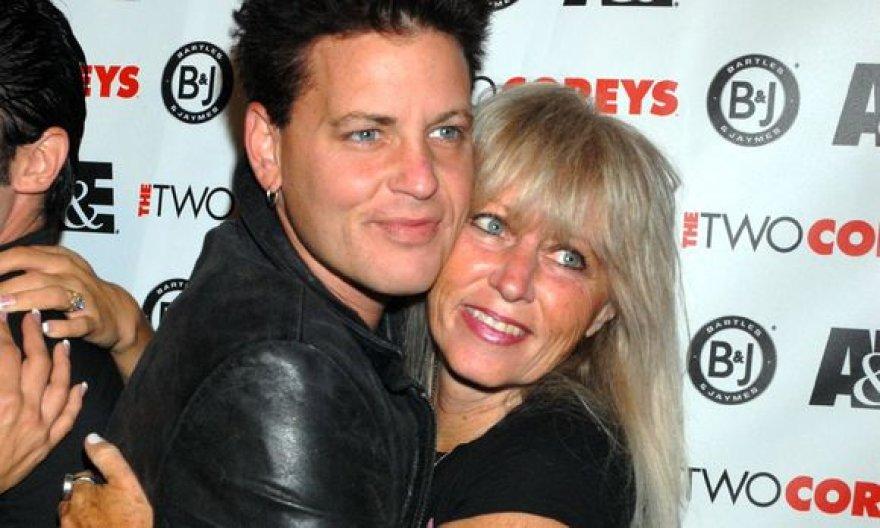 Corey Haimas su mama