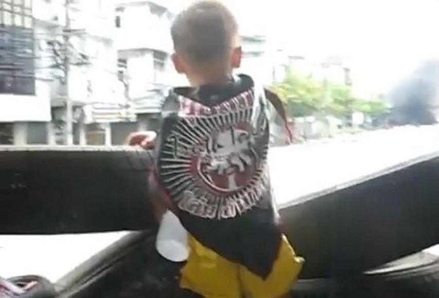 """Vaikai naudojami kaip """"gyvieji skydai"""""""