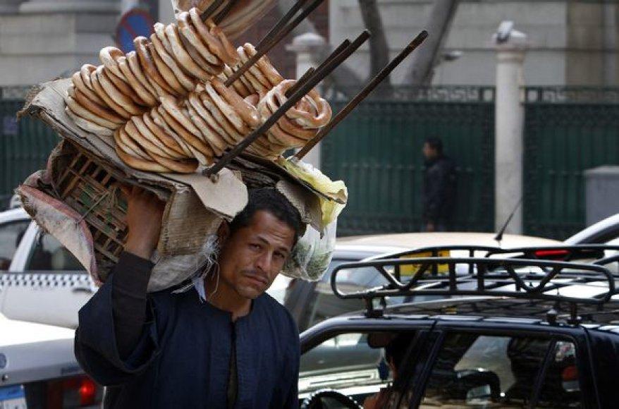 Prekiautojas gatvėje Egipte