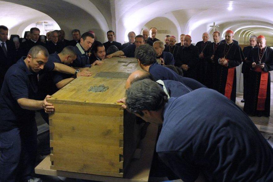 Karstas su popiežiaus Jono Pauliaus II palaikais