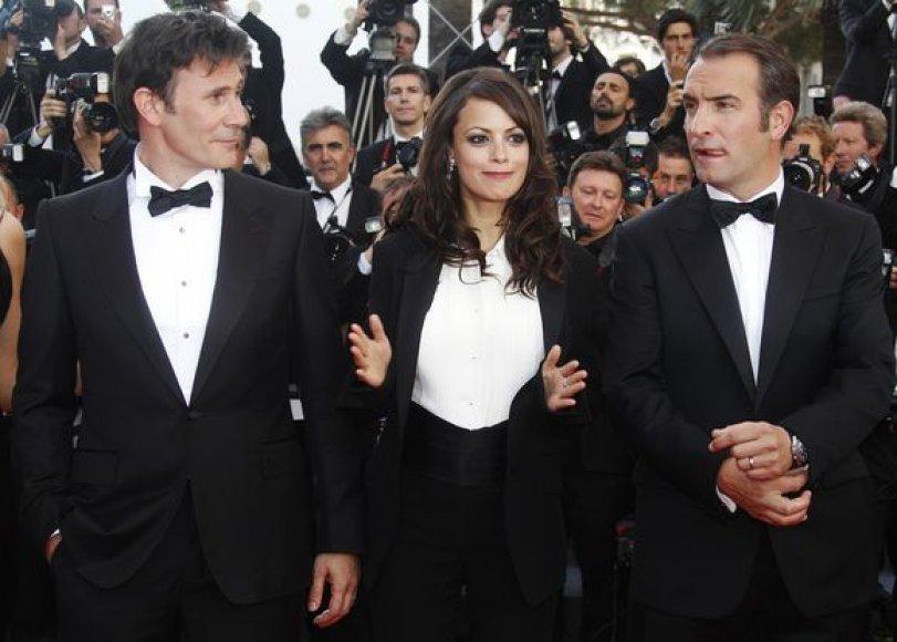 Michelis Hazanavicius (kairėje) su Jean Dujardin (dešinėje) ir Berenice Bejo (centre)