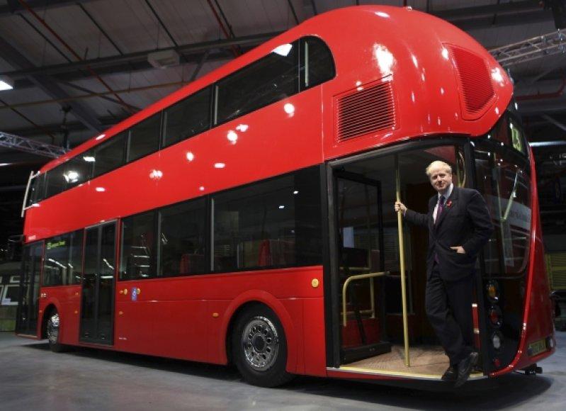 Londono meras prie naujojo autobuso