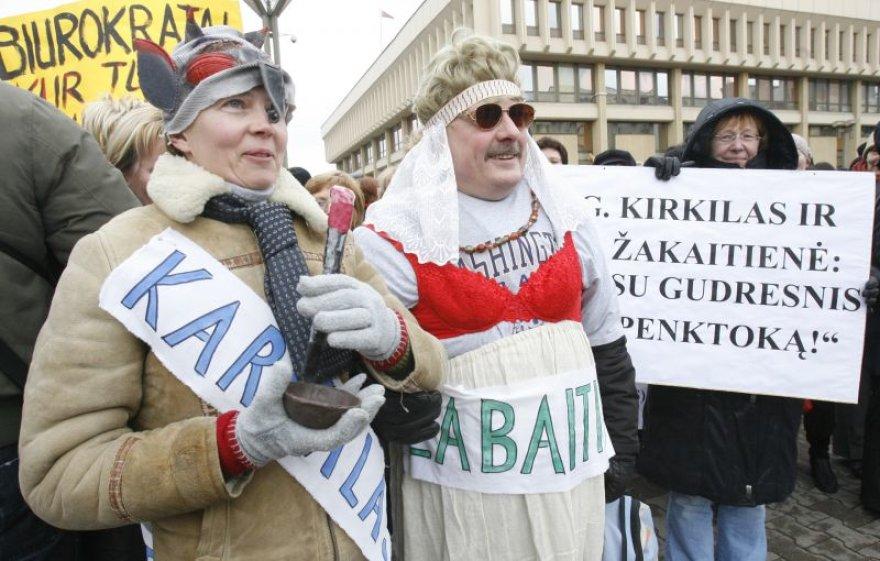 Mokytojų protesto akcija prie Seimo.