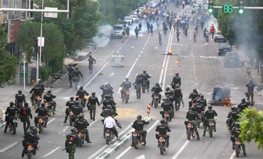 Irano policija susirėmė su draudimų nepaisančiais protestuotojais