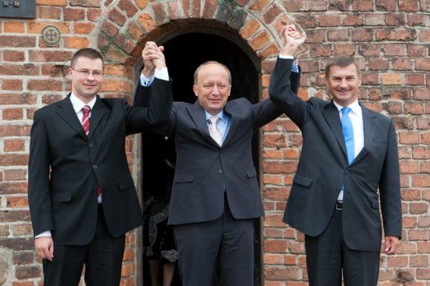 Trys Baltijos šalių Premjerai kartu pasitinka Baltijos kelio jubiliejų