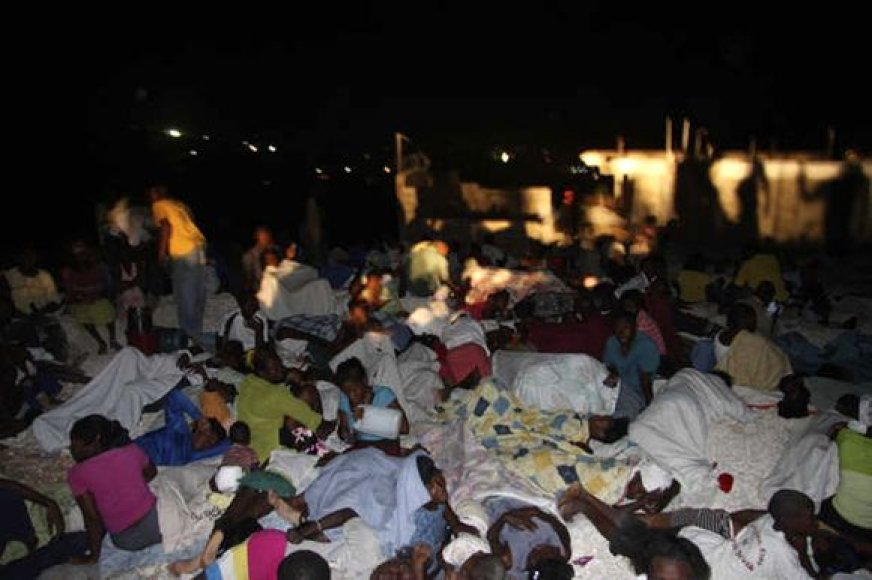Praradę namus žmonės miega gatvėse.