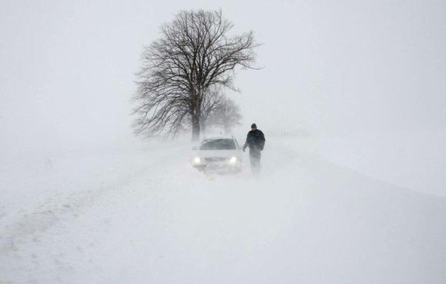 Vokietija atsidūrė sniego gniaužtuose