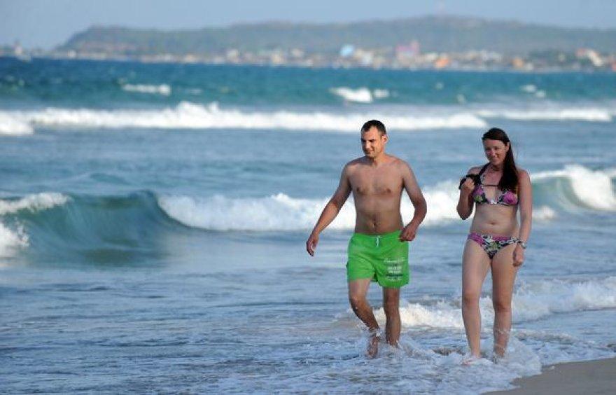 Turistai Šri Lankos paplūdimiuose