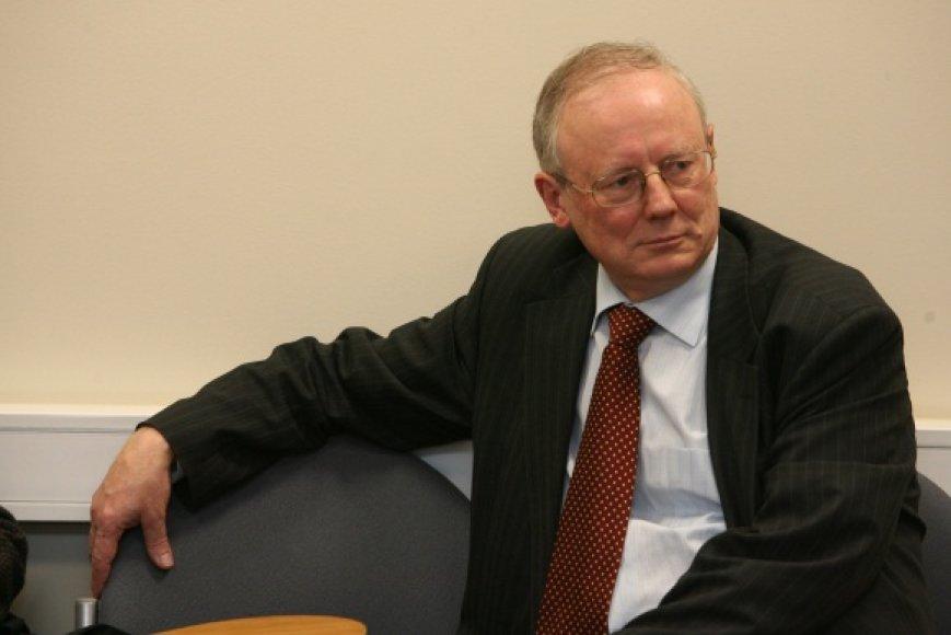 A.Štaras į naująją frakciją tikisi prisivilioti dešiniųjų partijų politikus sostinės taryboje, pirmiausia – konservatorius, nepritariančius V.Navicko darbo metodams.