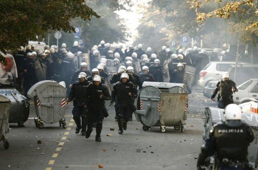 Susirėmimas tarp policijos ir gėjų eitynių priešininkų