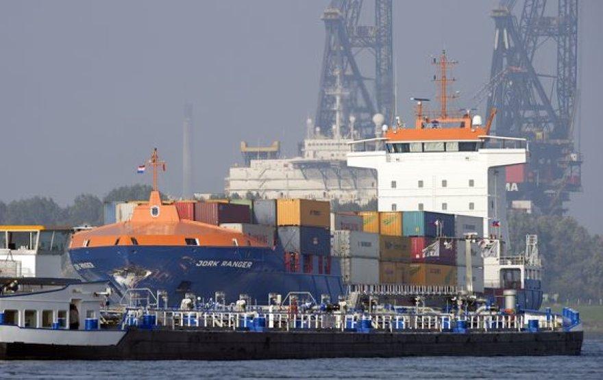 Tanklaivis atplaukia į Roterdamo uostą