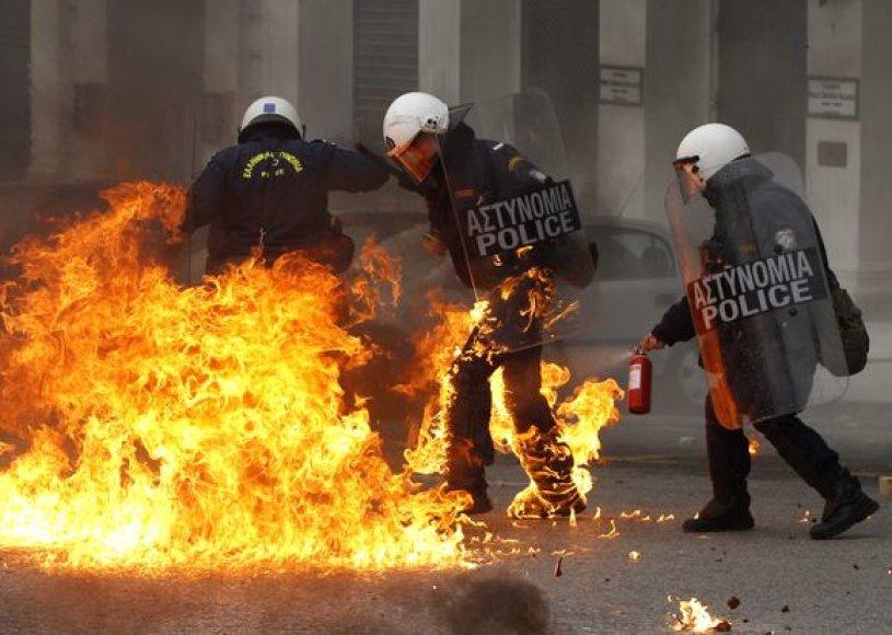 Graikijoje vyksta riaušės