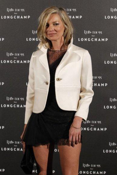 Kate Moss atvyko į Paryžių