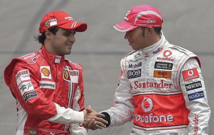 """Jeigu 2008 metų """"Formulės-1"""" pirmenybių nugalėtoją būtų lėmęs ne taškų, o pergalių skaičius, čempionu būtų tapęs Felipe Massa (k.), o ne Lewisas Hamiltonas."""
