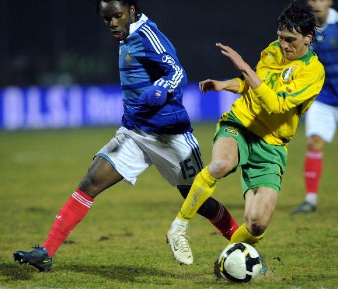 Palaikyti sportinę formą iki birželio mėnesį vyksiančių Lietuvos rinktinės varžybų D.Česnauskis planuoja Lietuvoje, galbūt Vilniuje.