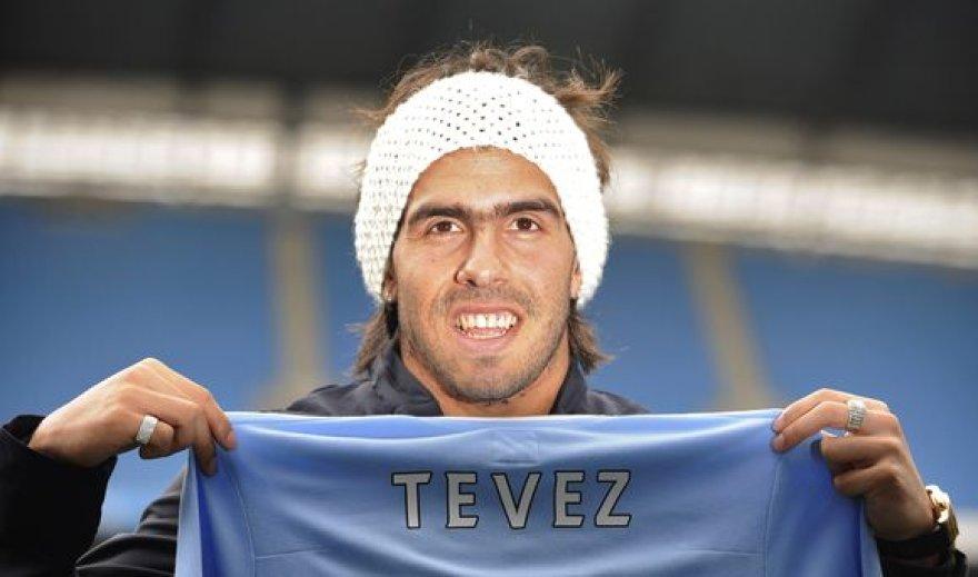 """Skelbiama, jog C.Tevezo parašas """"Manchester City"""" klubui kainavo 25,5 mln. svarų sterlingų (apie 102,3 mln. Lt)."""