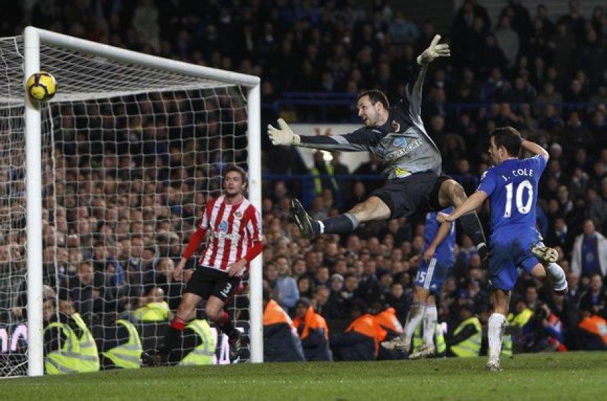 """""""Sunderland"""" vartininkas Martonas Fulopas rungtynėse su """"Chelsea"""" kamuolį iš savo ginamų vartų buvo priverstas traukti net 7 kartus"""