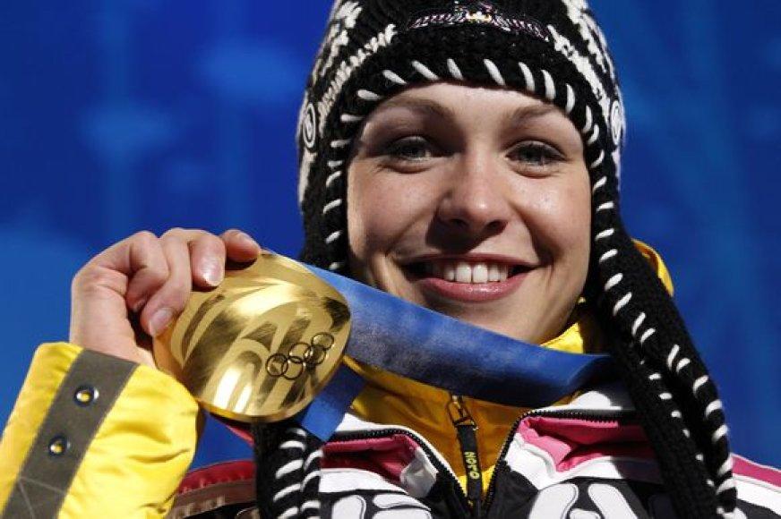 Magdalena Neuner auksą Vokietijai Vankuveryje pelnė moterų 10 km biatlono persekiojimo lenktynėse