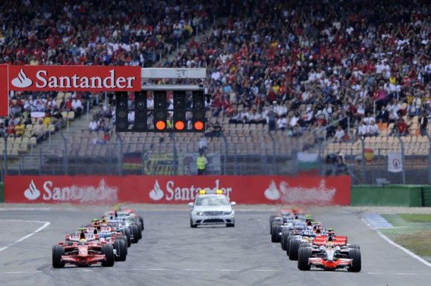 """Prie 2010 metų """"Formulės–1"""" čempionato starto linijos išsirikiuos 12 komandų"""