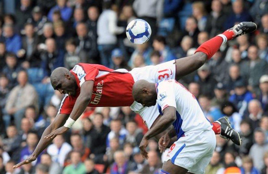 """""""Arsenal"""" (raudona apranga) patyrė trečią pralaimėjimą per pastarąsias ketverias rungtynes"""