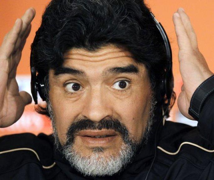 Maradona nepagailėjo karčių žodžių jį kritikavusiems Pele ir Platini