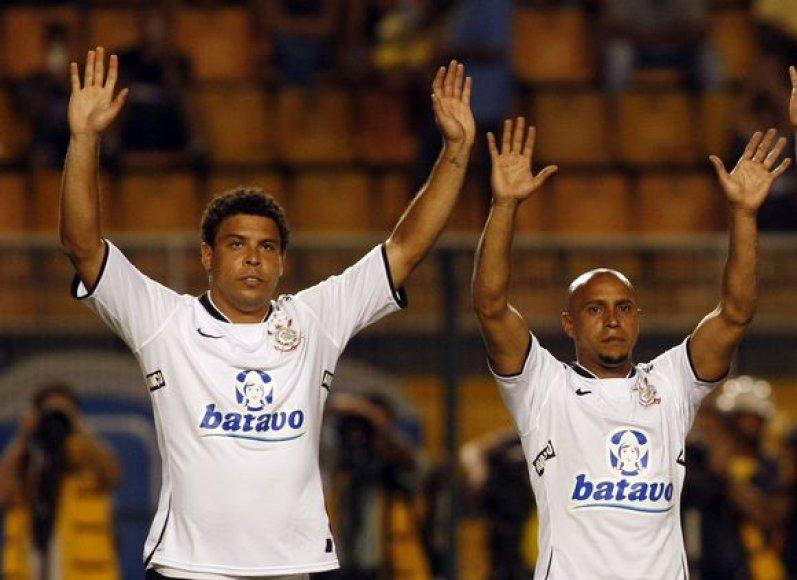 Ronaldo (kairėje) laimėjo lažybas prieš Roberto Carlosą