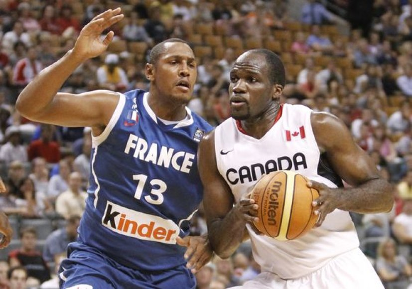 Kanadiečiai (dešinėje) įveikė prancūzus