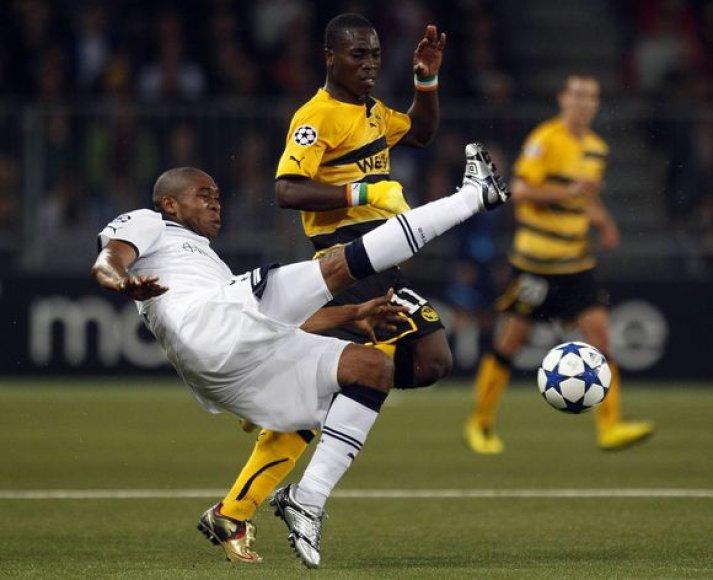 """""""Tottenham"""" futbolininkams (balta apranga) vos pavyko išvengti pažeminimo Šveicarijoje"""